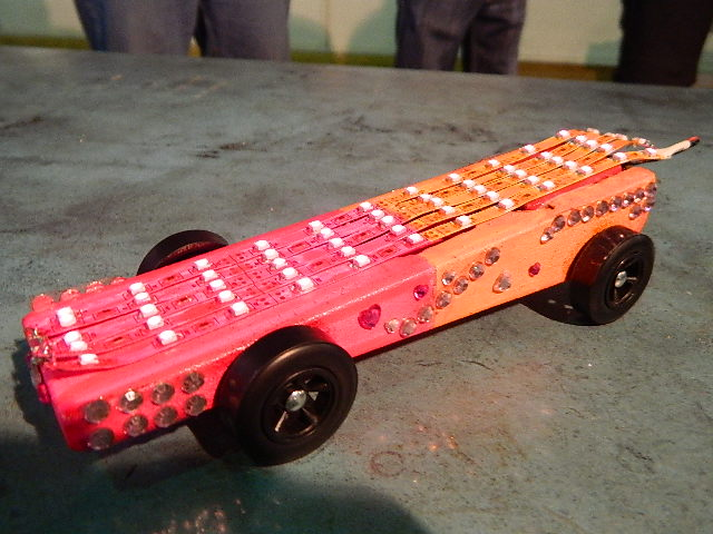 You are browsing images from the article: Pinewood Derby 2013/2014